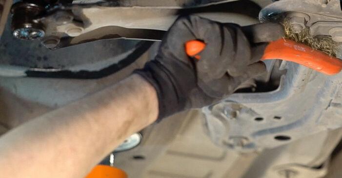 Wie schwer ist es, selbst zu reparieren: Querlenker Peugeot 208 1 1.4 VTi 2018 Tausch - Downloaden Sie sich illustrierte Anleitungen