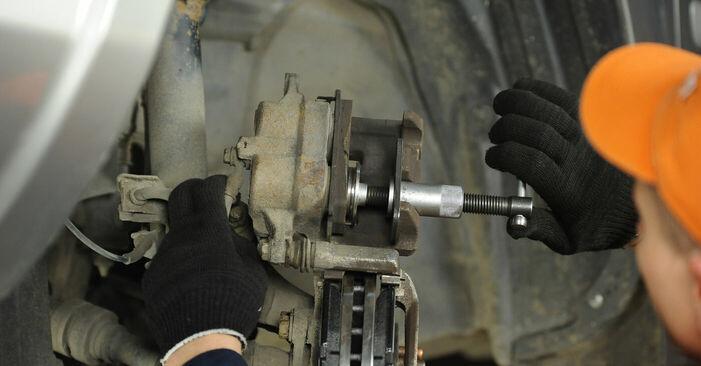 Wie Bremsbeläge beim Nissan X Trail t30 2001 gewechselt werden - Unentgeltliche PDF- und Videoanweisungen