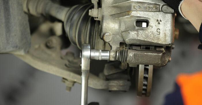 Wie man Bremsbeläge beim NISSAN X-TRAIL (T30) 2006 auswechselt – Downloaden Sie sich PDF-Tutorials und Videoanleitungen herunter