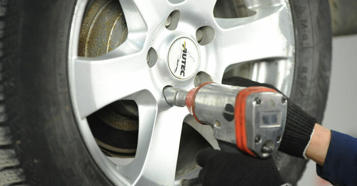 Wechseln Bremsscheiben am NISSAN X-TRAIL (T30) 2.0 4x4 2004 selber