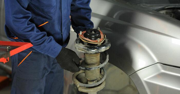 Nissan X Trail t30 2.2 Di 4x4 2003 Horné Uloženie Tlmiča výmena: bezplatné návody z našej dielne