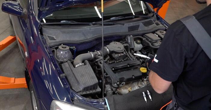 Austauschen Anleitung Zündkerzen am Opel Astra g f48 2008 1.6 16V (F08, F48) selbst