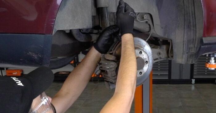 AUDI A3 1.6 Bremssattel austauschen: Handbücher und Video-Anleitungen online