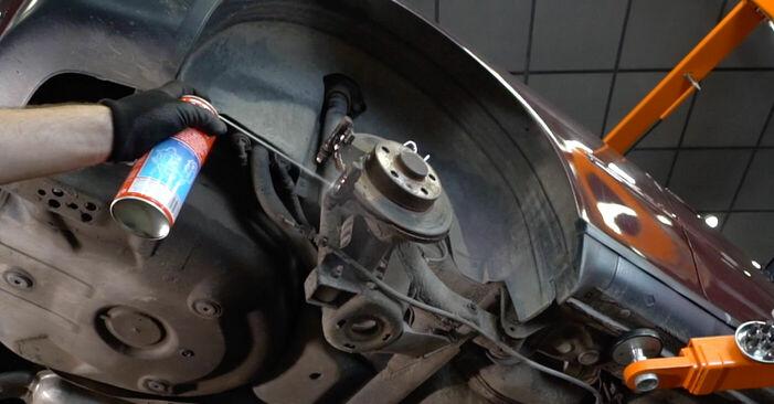 Wie man Bremssattel beim AUDI A3 Schrägheck (8L1) 2001 austauscht – Downloaden Sie sich PDF-Anleitungen und Video-Tutorials
