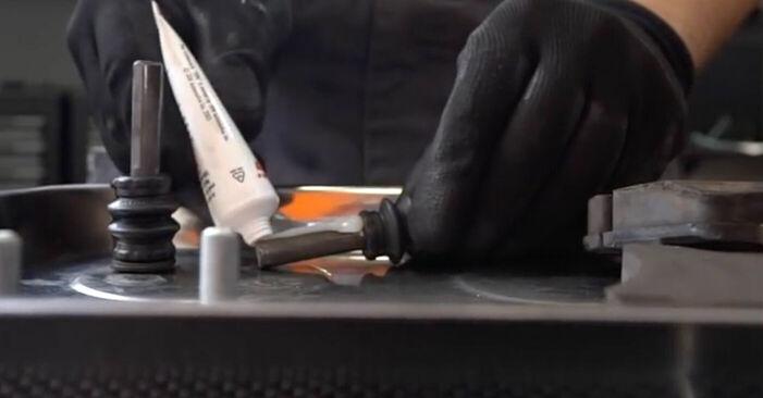 Wie schwer ist es, selbst zu reparieren: Bremssattel Mercedes W203 C 200 2.0 Kompressor (203.045) 2006 Tausch - Downloaden Sie sich illustrierte Anleitungen