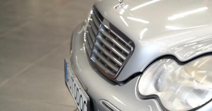 Reemplace Pinzas de Freno en un Mercedes W203 2002 C 220 CDI 2.2 (203.006) usted mismo