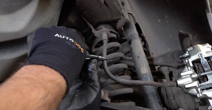 Austauschen Anleitung Bremssattel am Mercedes W203 2002 C 220 CDI 2.2 (203.006) selbst
