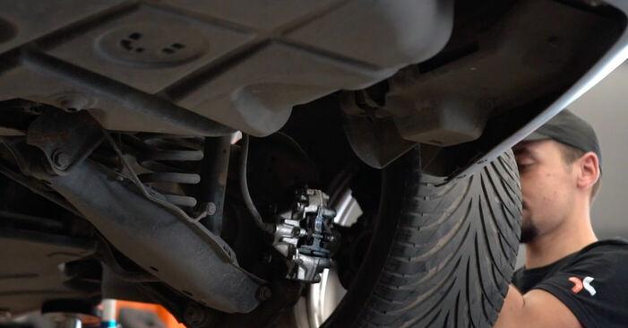 Wie MERCEDES-BENZ C-CLASS C 200 CDI 2.2 (203.007) 2004 Bremssattel ausbauen - Einfach zu verstehende Anleitungen online
