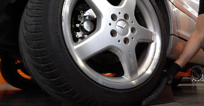 Bremssattel beim MERCEDES-BENZ C-CLASS C 180 2.0 (203.035) 2007 selber erneuern - DIY-Manual