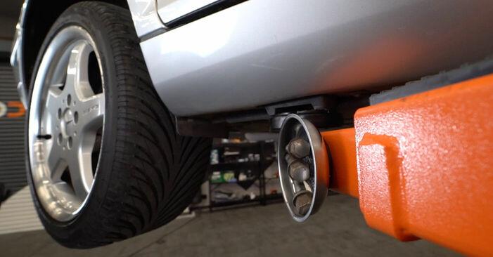 Wechseln Bremssattel am MERCEDES-BENZ C-Klasse Limousine (W203) C 200 CDI 2.2 (203.004) 2003 selber