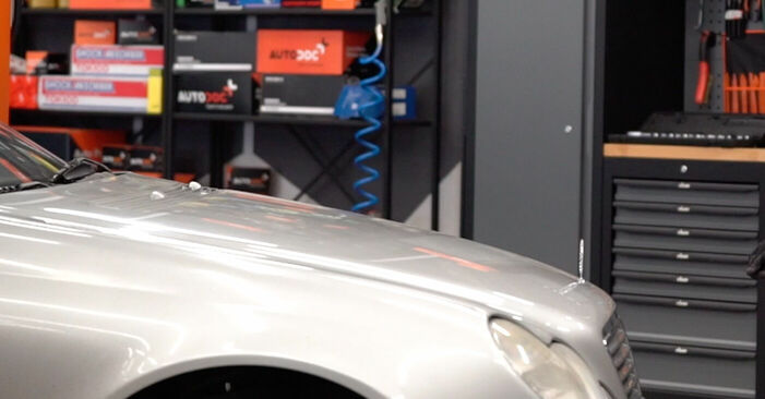 Bremssattel Ihres Mercedes W203 C 200 1.8 Kompressor (203.042) 2000 selbst Wechsel - Gratis Tutorial