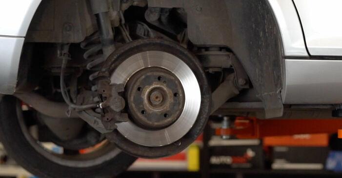 Bremssattel am MERCEDES-BENZ C-Klasse Limousine (W203) C 270 CDI 2.7 (203.016) 2005 wechseln – Laden Sie sich PDF-Handbücher und Videoanleitungen herunter