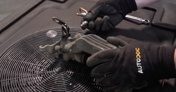 Så byter du VW Golf V Hatchback (1K1) 1.9 TDI 2008 Bromsok – manualer och videoguider att följa steg för steg