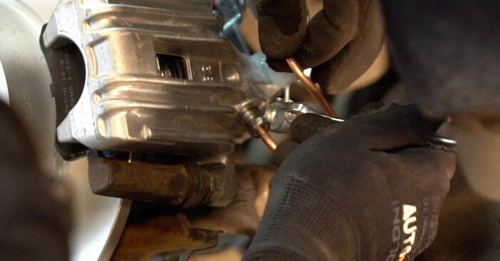 Så byter du Bromsok på VW Golf V Hatchback (1K1) 2009: ladda ned PDF-manualer och videoinstruktioner
