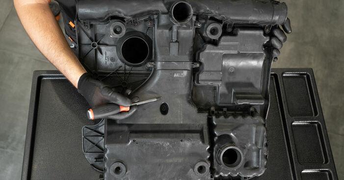 Austauschen Anleitung Luftfilter am VW Caddy 3 Kombi 2014 1.9 TDI selbst