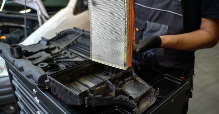 Wie schwer ist es, selbst zu reparieren: Luftfilter VW Caddy 3 Kombi 2.0 SDI 2010 Tausch - Downloaden Sie sich illustrierte Anleitungen
