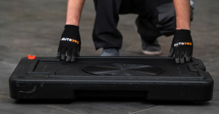 Austauschen Anleitung Bremssattel am VW Caddy 3 Kombi 2014 1.9 TDI selbst