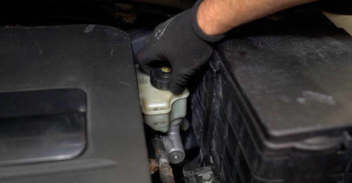 Wie Bremssattel VW CADDY III Estate (2KB, 2KJ, 2CB, 2CJ) 1.6 TDI 2005 austauschen - Schrittweise Handbücher und Videoanleitungen