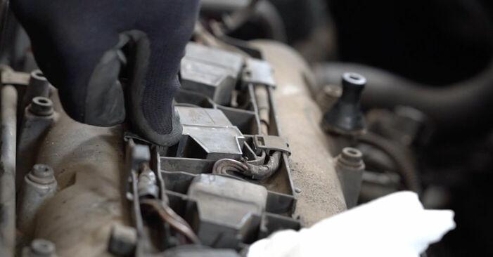 Wechseln Zündkerzen am VW CADDY III Estate (2KB, 2KJ, 2CB, 2CJ) 1.6 2007 selber