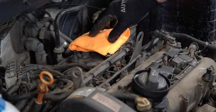Zündkerzen beim VW CADDY 1.4 2011 selber erneuern - DIY-Manual