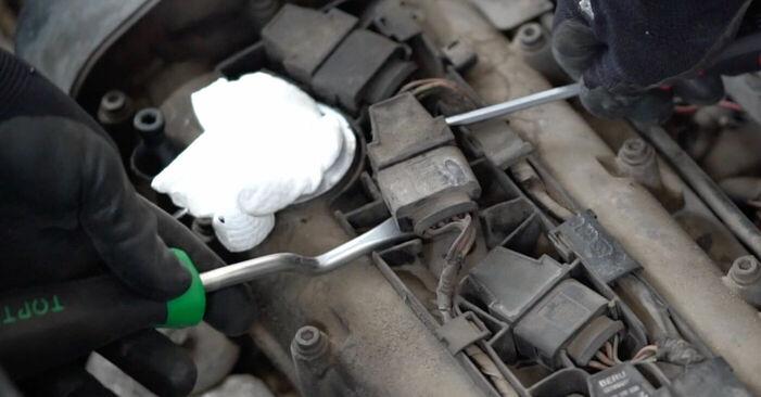 Zündkerzen Ihres VW Caddy 3 Kombi 1.9 TDI 2012 selbst Wechsel - Gratis Tutorial