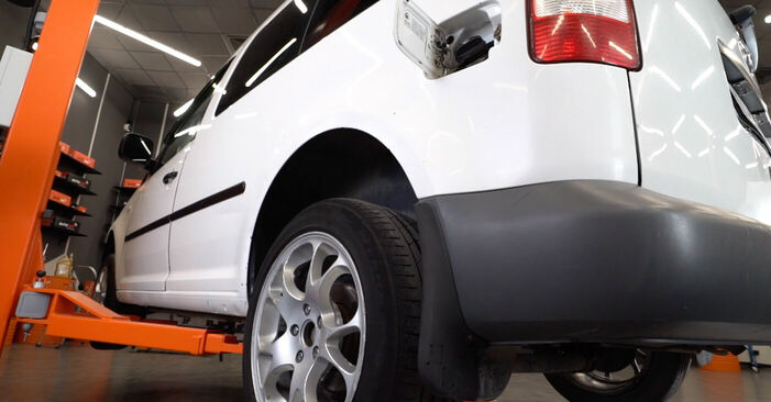 Kā nomainīt VW CADDY III Estate (2KB, 2KJ, 2CB, 2CJ) 1.9 TDI 2005 Degvielas filtrs - pakāpeniskās rokasgrāmatas un video ceļveži