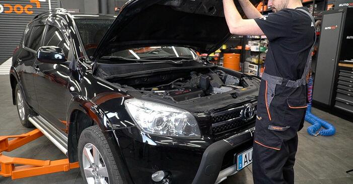 Wie Bremsscheiben Toyota RAV4 III 2.2 D 4WD (ALA30_) 2005 tauschen - Kostenlose PDF- und Videoanleitungen