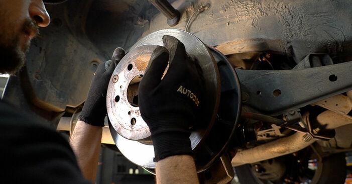 Steg-för-steg-rekommendationer för att byta Toyota RAV4 III 2009 2.0 (ZSA35_) Bromsskivor på egen hand