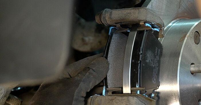 Bremsscheiben beim TOYOTA RAV4 2.0 2012 selber erneuern - DIY-Manual