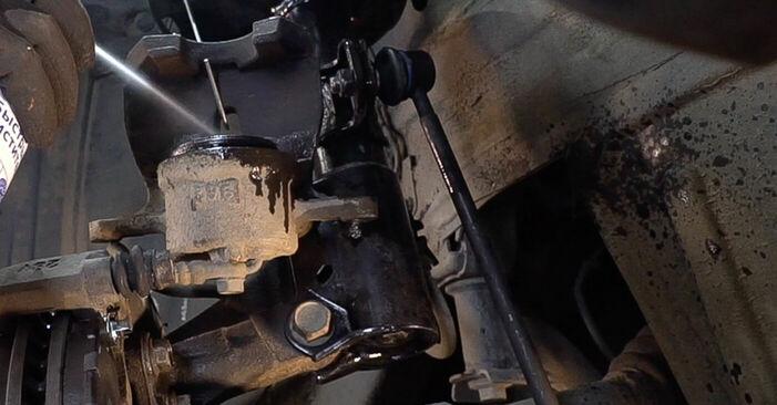 Wie schwer ist es, selbst zu reparieren: Bremsscheiben Toyota RAV4 III 2.0 4WD 2011 Tausch - Downloaden Sie sich illustrierte Anleitungen