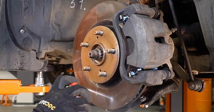 Austauschen Anleitung Bremsscheiben am Toyota RAV4 III 2006 2.2 D 4WD (ALA30_) selbst