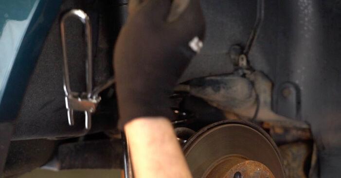 Cum să înlocuiți Etrier frana la VW Golf IV Hatchback (1J1) 2002: descărcați manualele în format PDF și instrucțiunile video