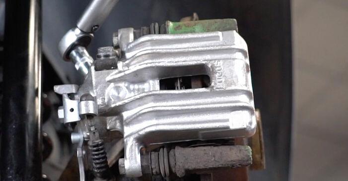 Înlocuirea de sine stătătoare VW Golf IV Hatchback (1J1) 1.6 16V 2002 Etrier frana - tutorialul online