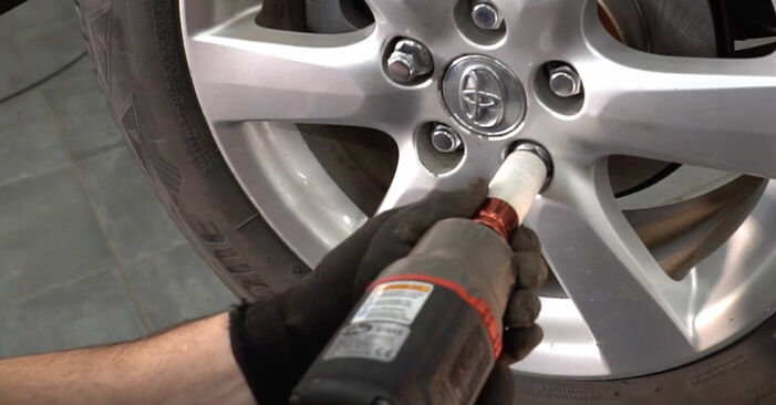 How to replace TOYOTA RAV 4 III (ACA3_, ACE_, ALA3_, GSA3_, ZSA3_) 2.2 D 4WD (ALA30_) 2006 Anti Roll Bar Links - step-by-step manuals and video guides