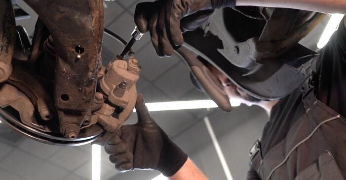 Αλλάζοντας Τακάκια Φρένων σε MINI MINI (R50, R53) 1.4 D One 2004 μόνοι σας