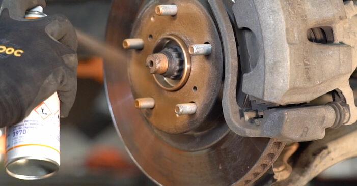TOYOTA RAV4 2012 Накрайник на напречна кормилна щанга стъпка по стъпка наръчник за смяна