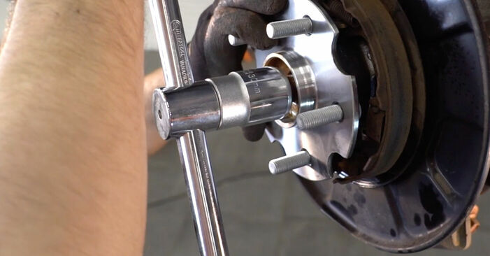 Så lång tid tar det att byta Hjullager på Toyota RAV4 III 2013 – informativ PDF-manual