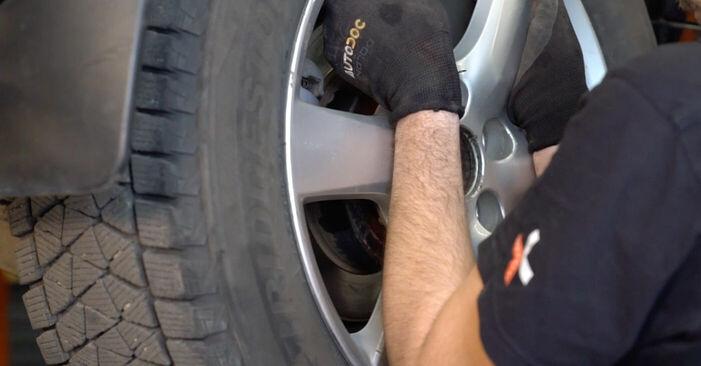 Så byter du TOYOTA RAV 4 III (ACA3_, ACE_, ALA3_, GSA3_, ZSA3_) 2.2 D 4WD (ALA30_) 2006 Hjullager – manualer och videoguider att följa steg för steg