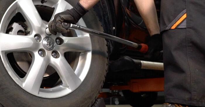 Så svårt är det att göra själv: Byt Hjullager på Toyota RAV4 III 2.0 4WD 2011 – ladda ned illustrerad guide