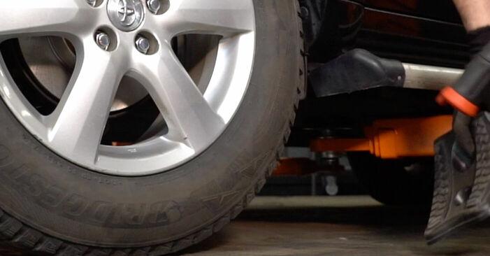 Steg-för-steg-rekommendationer för att byta Toyota RAV4 III 2009 2.0 (ZSA35_) Fjädrar på egen hand