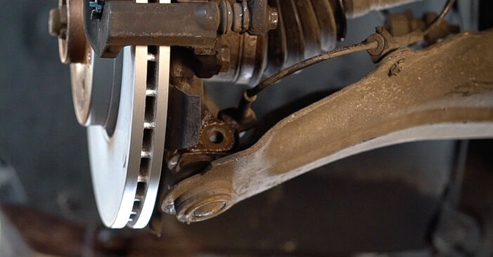 How to remove RENAULT SCÉNIC 2.0 2007 Springs - online easy-to-follow instructions