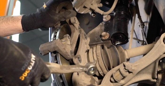 Bremsscheiben beim VOLVO V70 2.4 2006 selber erneuern - DIY-Manual