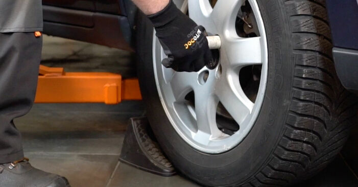 Bremsscheiben Volvo V70 SW 2.4 T 2001 wechseln: Kostenlose Reparaturhandbücher