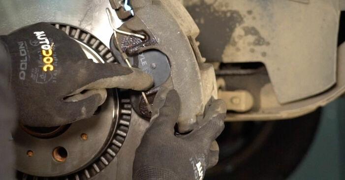 Zweckdienliche Tipps zum Austausch von Bremsscheiben beim VOLVO V70 II (SW) 2.4 T 2003