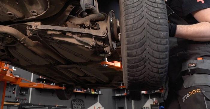 Bremsscheiben am VOLVO V70 II (SW) 2.5 TDI 2004 wechseln – Laden Sie sich PDF-Handbücher und Videoanleitungen herunter