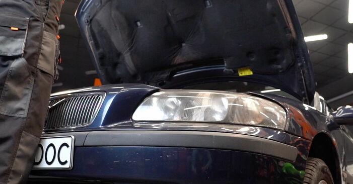 Wie Bremsbeläge Volvo V70 SW 2.4 1999 tauschen - Kostenlose PDF- und Videoanleitungen