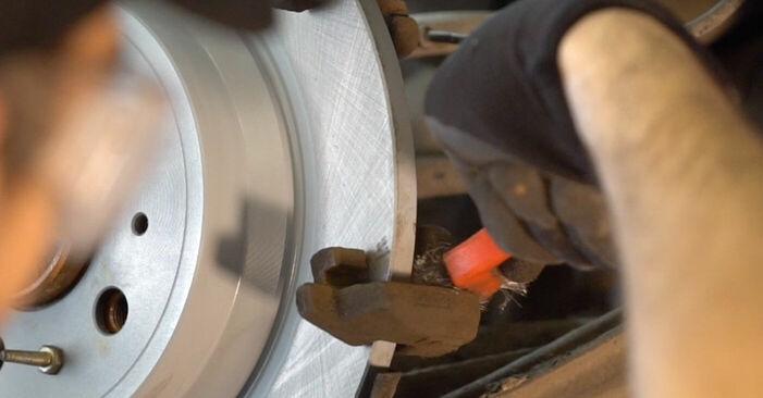 Tausch Tutorial Bremsbeläge am VOLVO V70 II (SW) 2001 wechselt - Tipps und Tricks