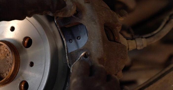 Wie VOLVO V70 2.3 T5 2003 Bremsbeläge ausbauen - Einfach zu verstehende Anleitungen online