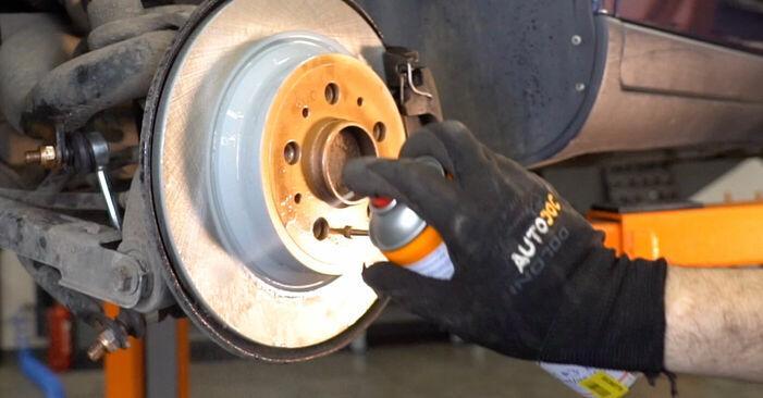Wie schwer ist es, selbst zu reparieren: Bremsbeläge Volvo V70 SW 2.4 D 2005 Tausch - Downloaden Sie sich illustrierte Anleitungen