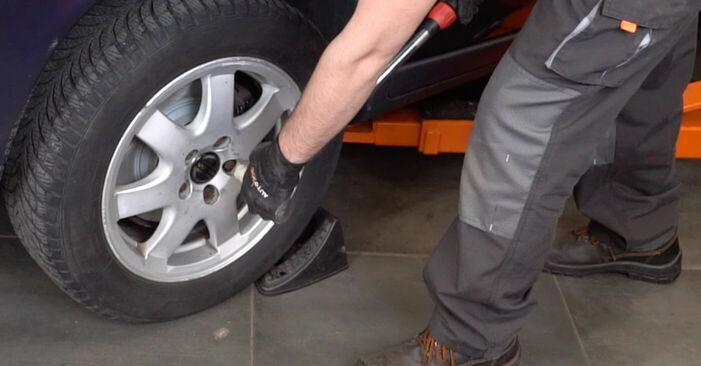 VOLVO V70 2.4 T Bremsbeläge ausbauen: Anweisungen und Video-Tutorials online